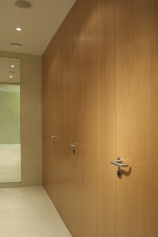 raumhohe wc trennwand svfg40 altus sch fer trennwandsysteme. Black Bedroom Furniture Sets. Home Design Ideas