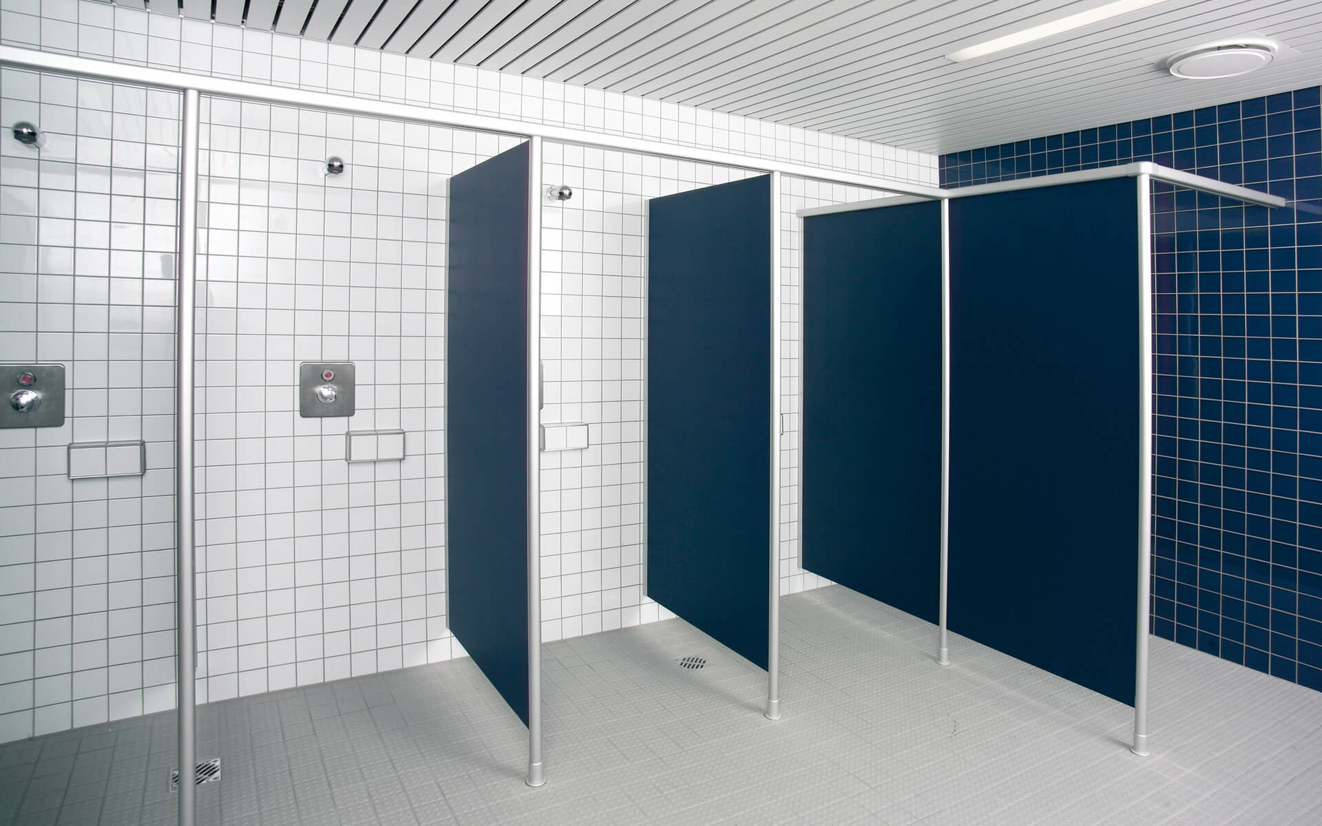 Shower dividing walls › Schäfer Trennwandsysteme