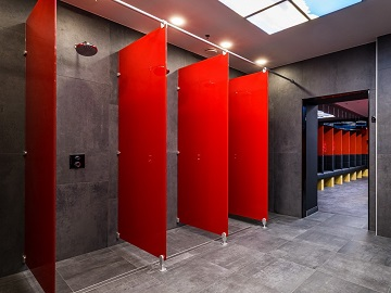 <strong>More privacy at shower areas</strong> Shower dividing walls make the difference!